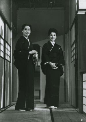 an analysis of yasujiro ozus unique style of film making 5 essential films by yasujirō ozu back to and with aoki and sugawara making utterly criterion preps yasujiro ozu boxset, and films from jean-pierre.
